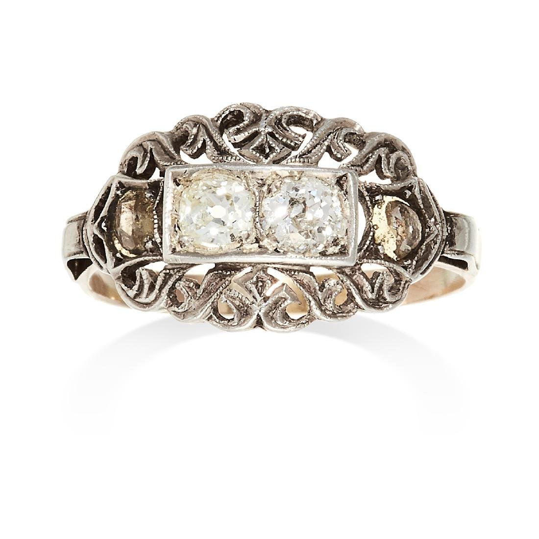 AN ANTIQUE DIAMOND DRESS RING in yellow gold and