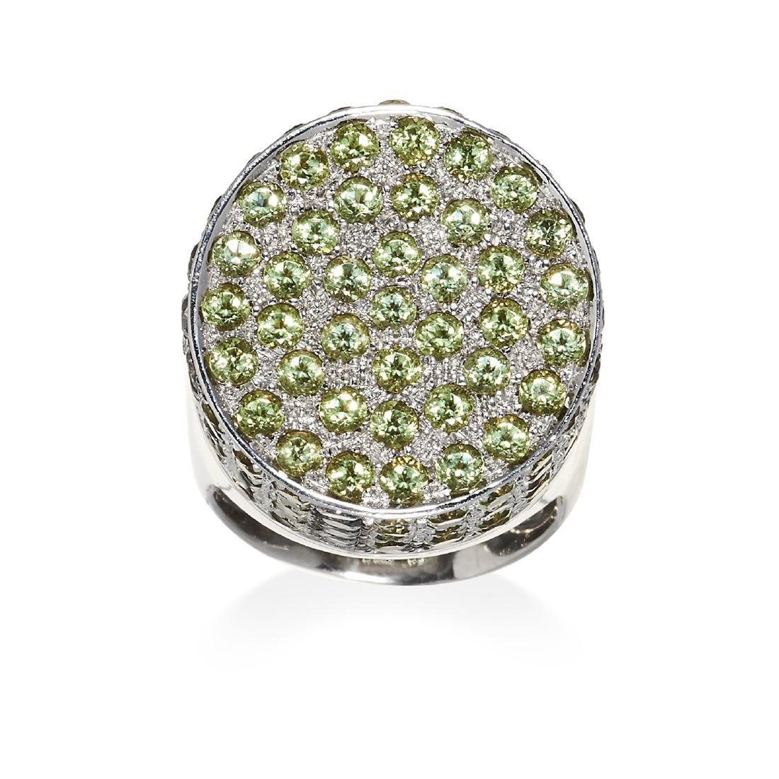 A PERIDOT AND DIAMOND LOVE RING, MONTEGA in 18ct white