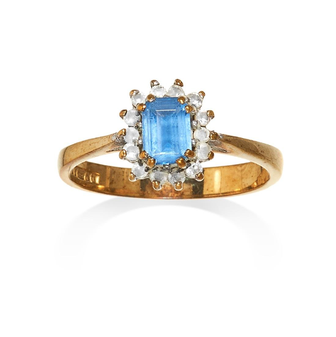 A TOPAZ CLUSTER RING in yellow gold the step cut topaz