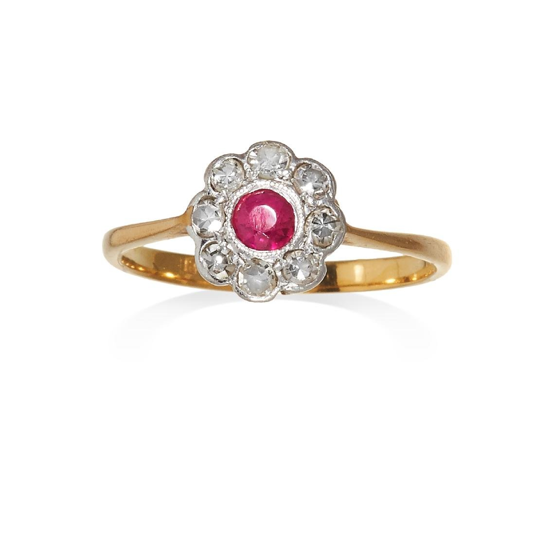 AN ANTIQUE RUBY AND DIAMOND CLUSTER RING in 18ct gold,