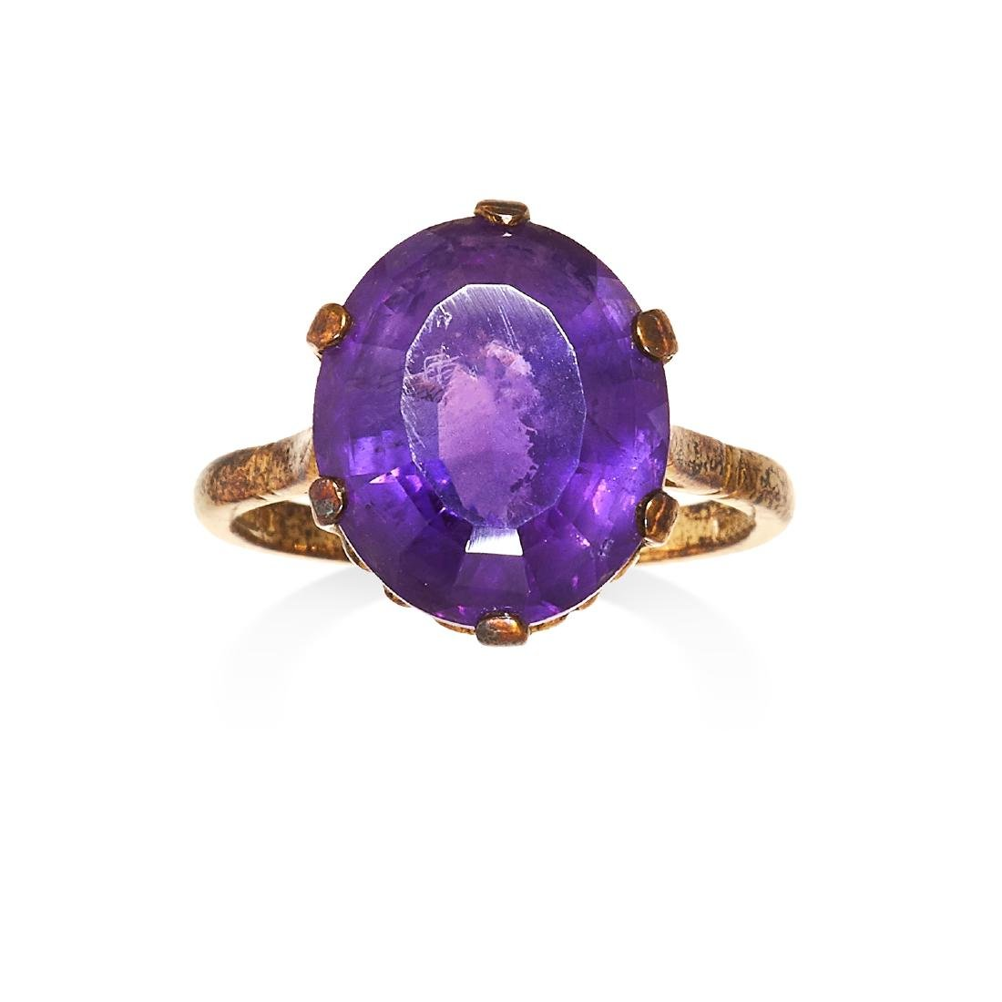 AN AMETHYST DRESS RING yellow gold set with an oval cut
