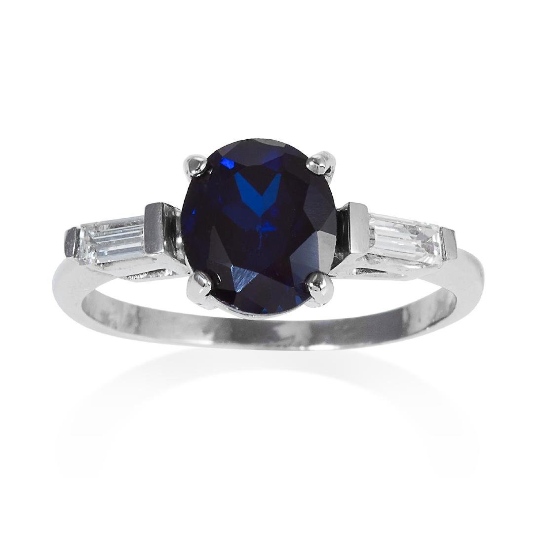 A SAPPHIRE AND DIAMOND RING in white gold, set with a