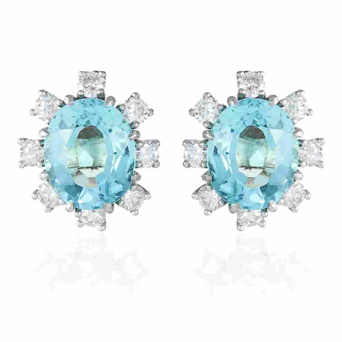 A PAIR OF AQUAMARINE AND DIAMOND STUD EARRINGS in 18ct