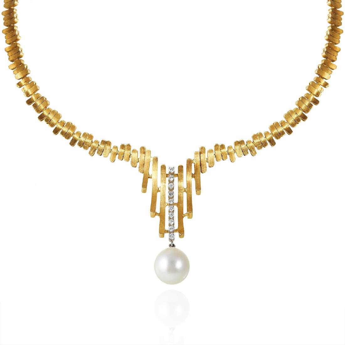 A PEARL AND DIAMOND NECKLACE, ITALIAN in 18ct yellow