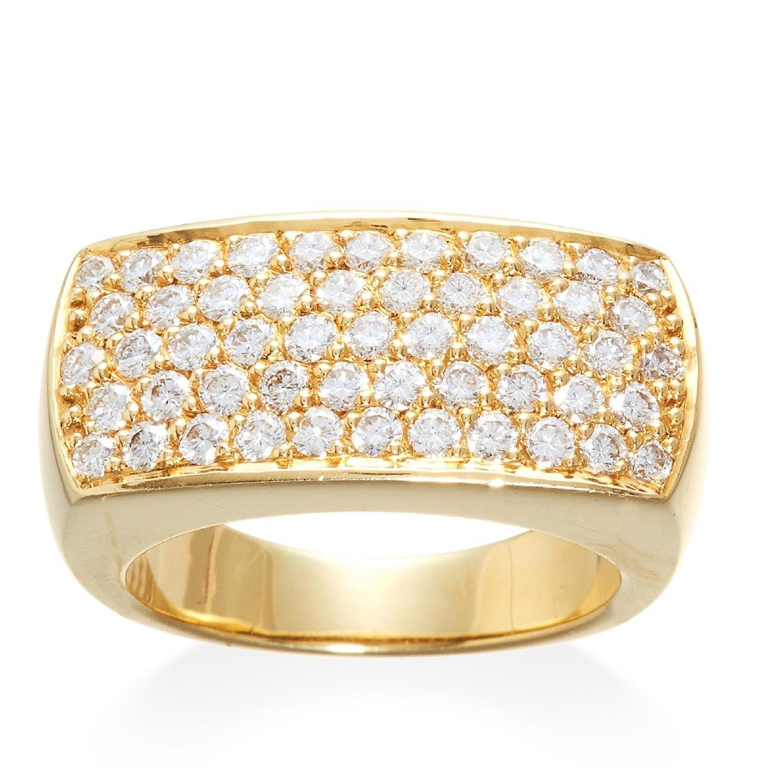 A DIAMOND DRESS RING in 18ct yellow gold, comprising of