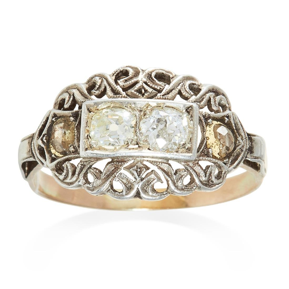 AN ANTIQUE DIAMOND RING in platinum or white gold, set