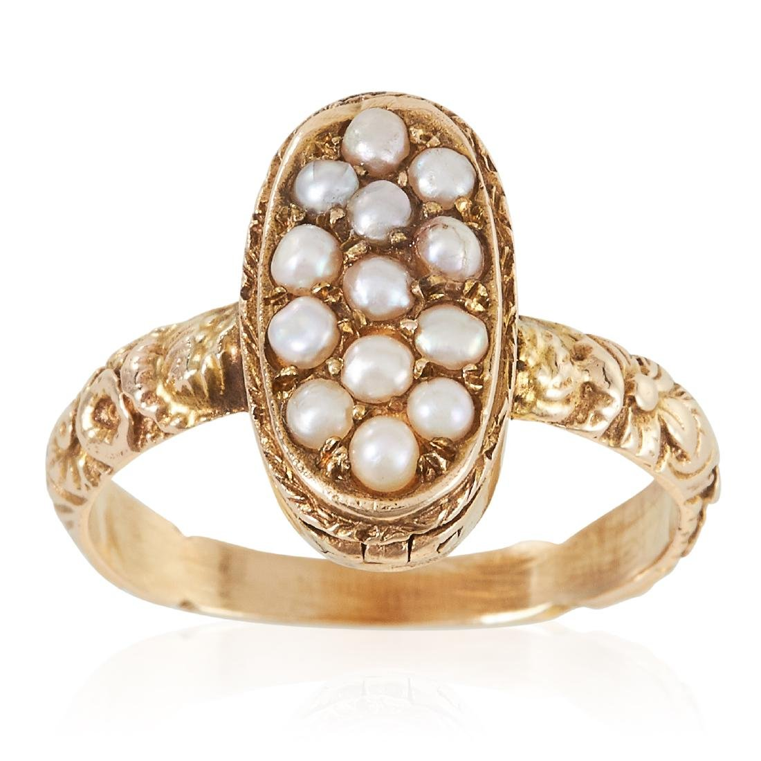 AN ANTIQUE PEARL POISON / LOCKET RING, 19TH CENTURY in