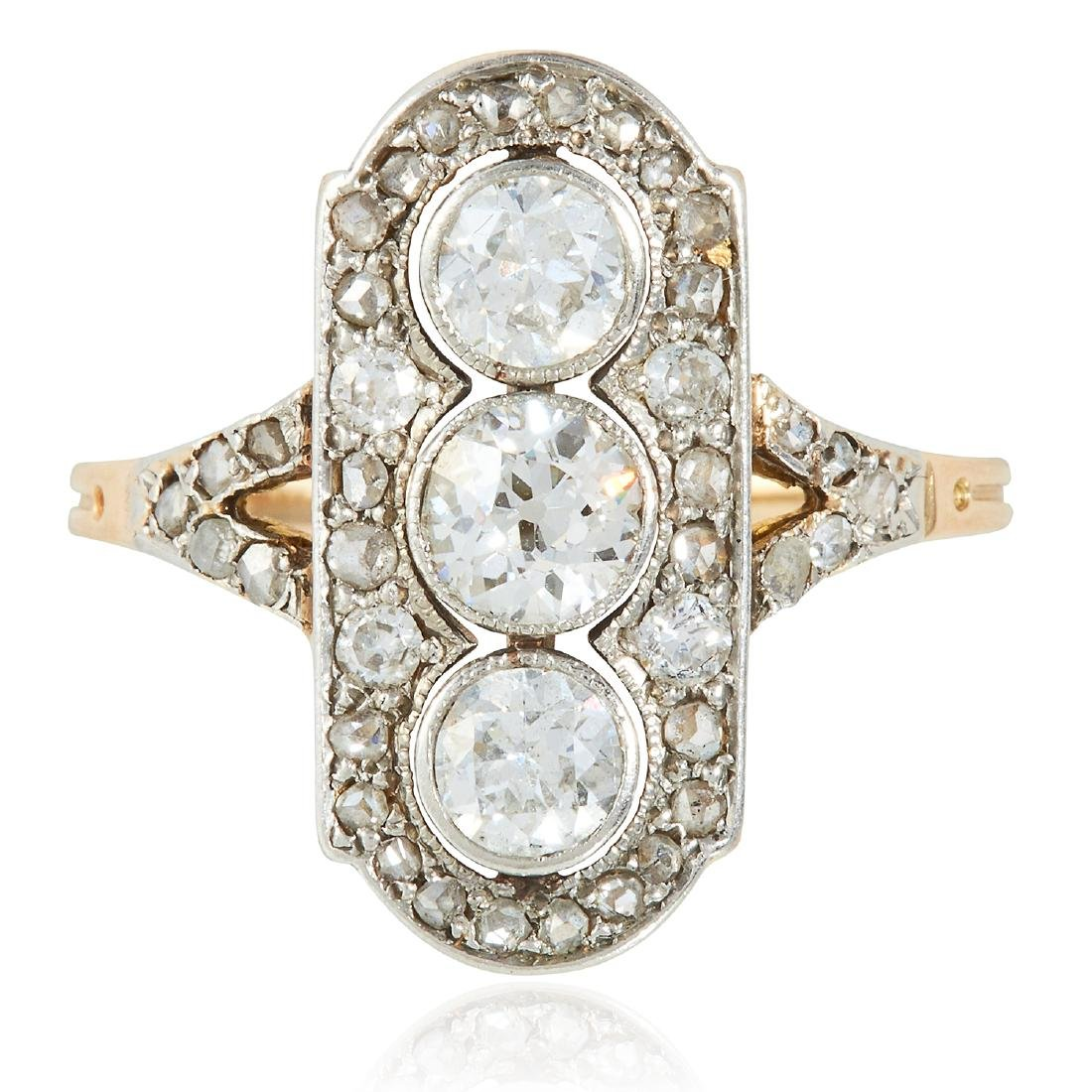 AN ART DECO DIAMOND RING in yellow gold and platinum,