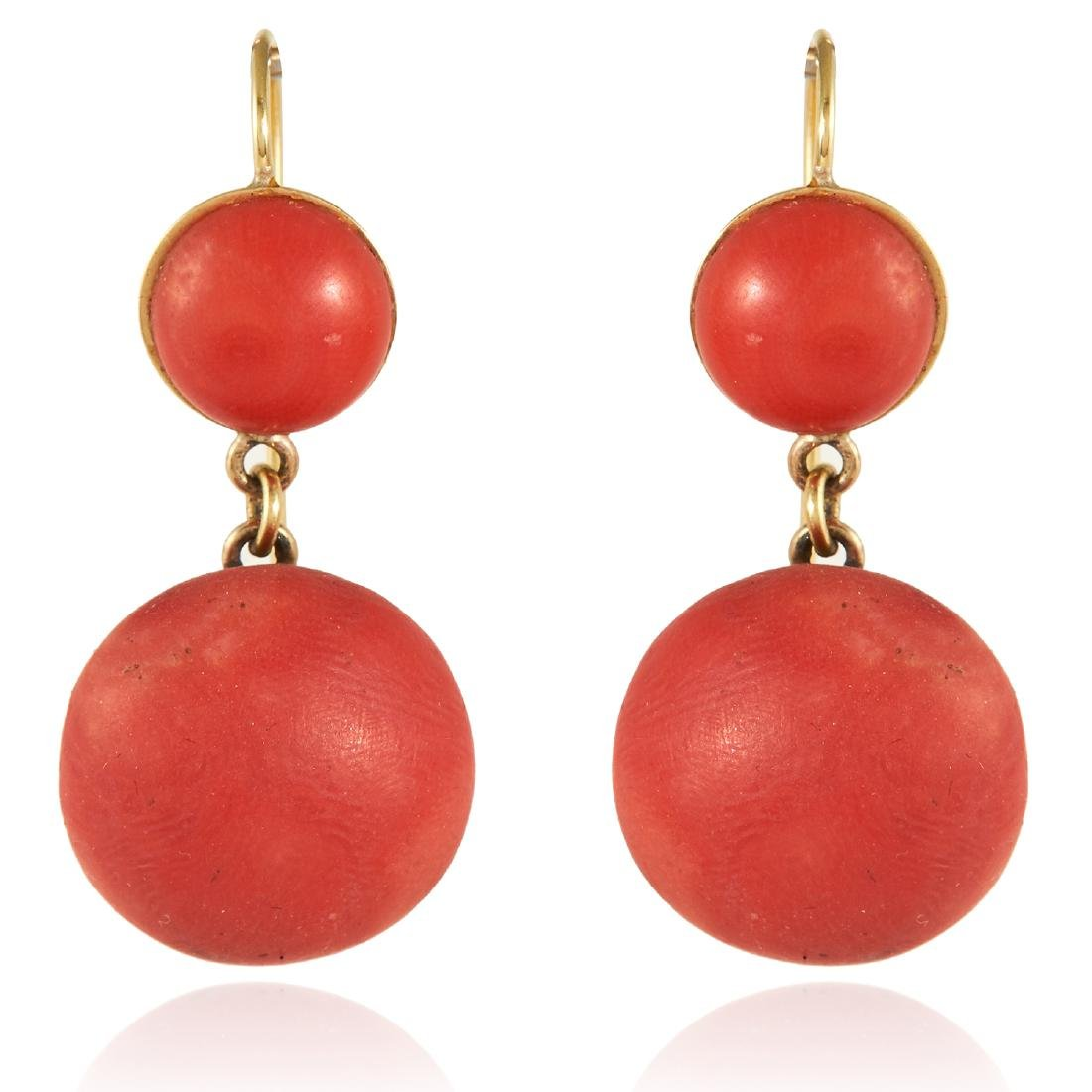 A PAIR OF ANTIQUE CORAL DROP EARRINGS, 19TH CENTURY in