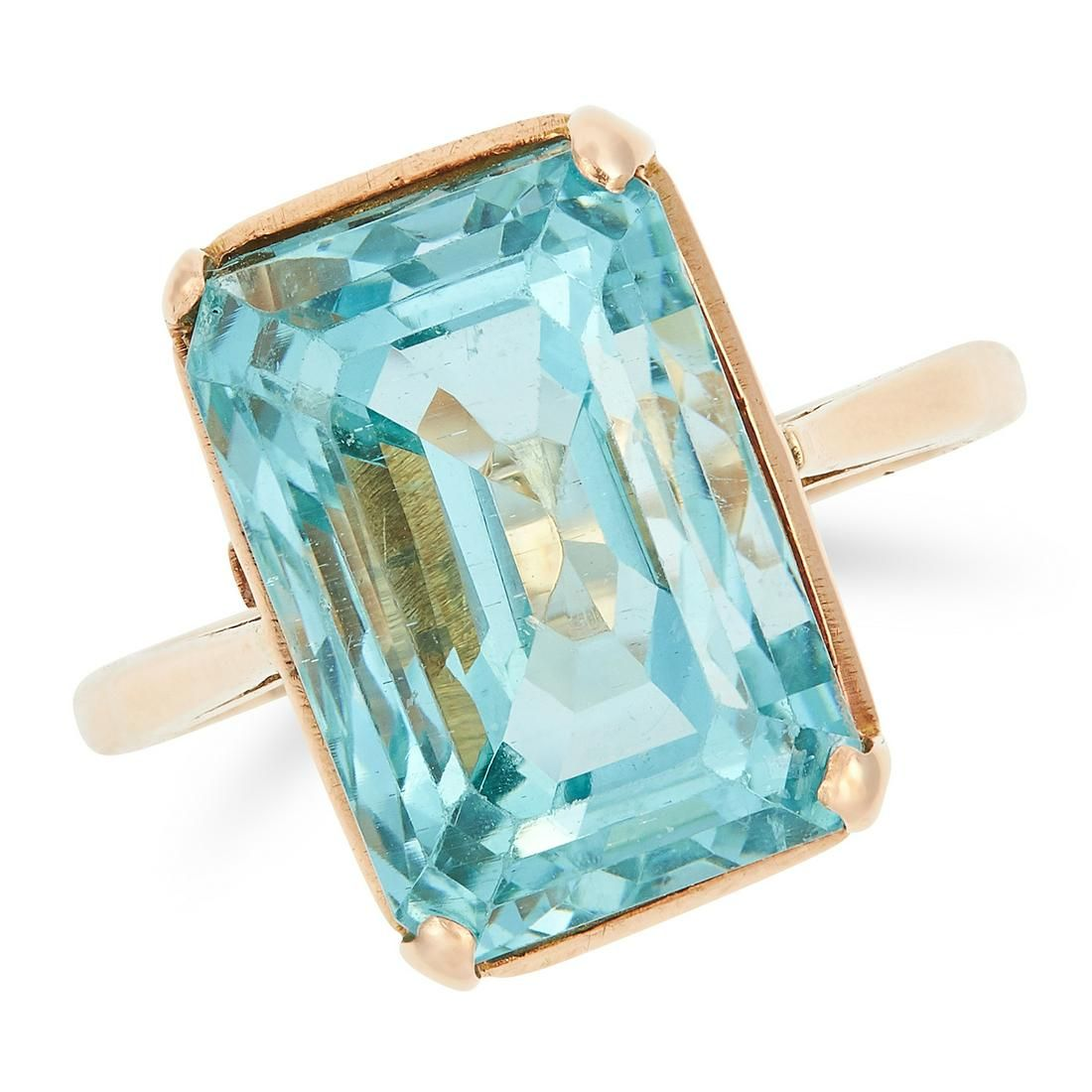 AQUAMARINE RING set with an emerald cut aquamarine of