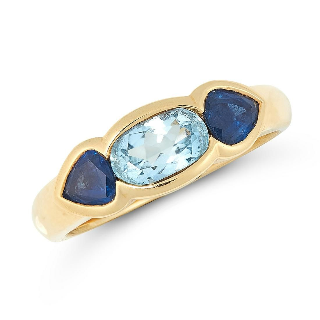 AN AQUAMARINE AND SAPPHIRE DRESS RING in 18ct yellow