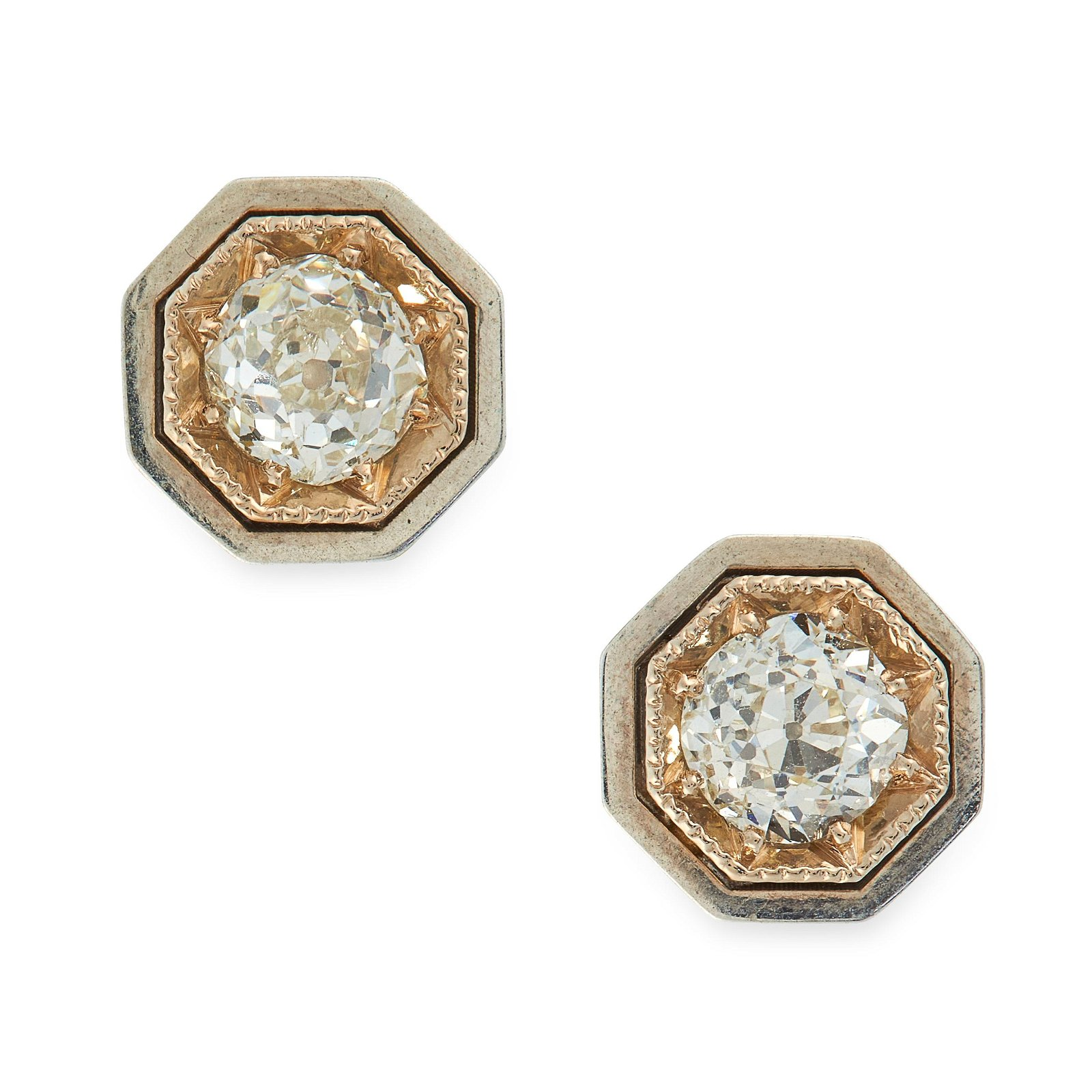 A PAIR OF DIAMOND STUD EARRINGS in 18ct white gold,