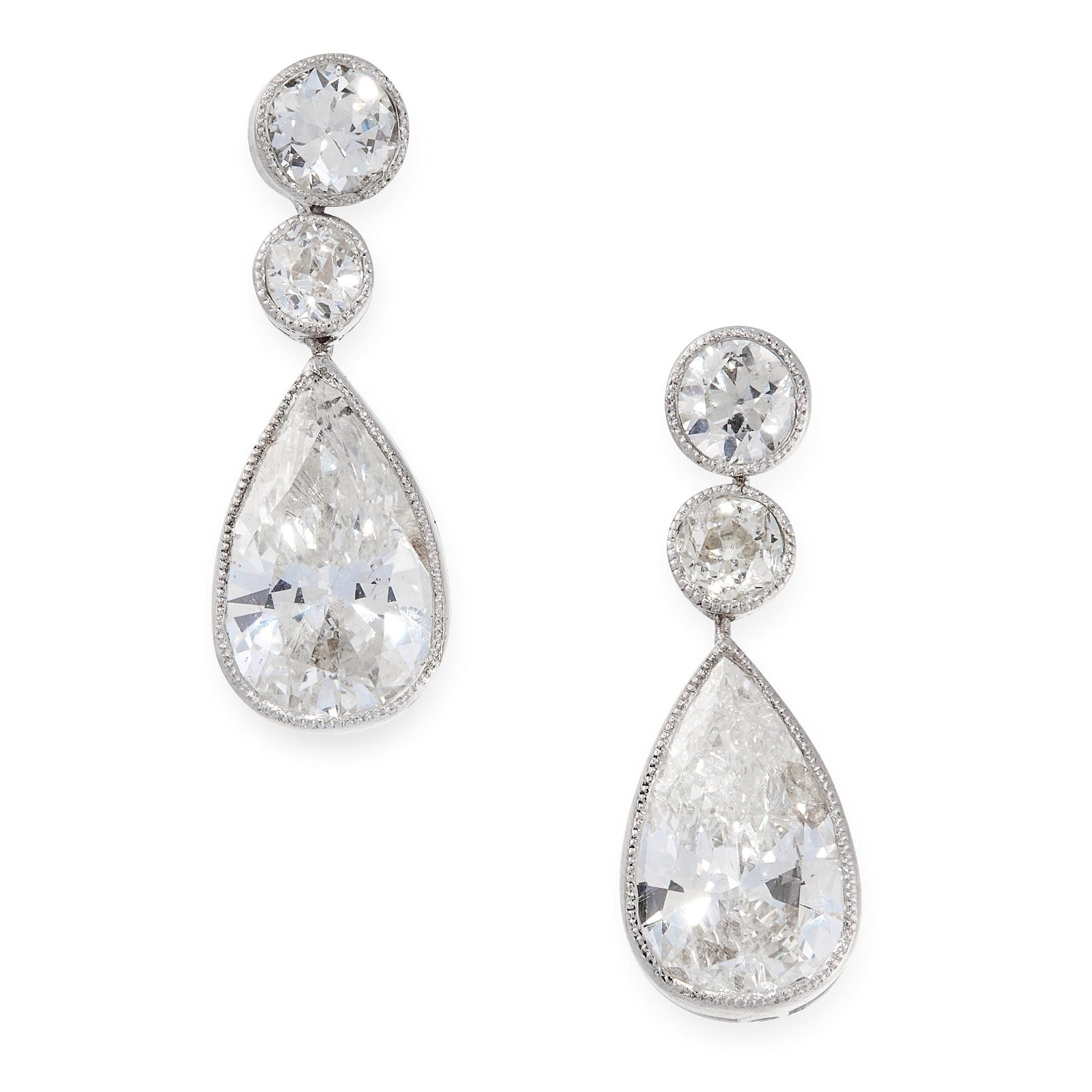 A PAIR OF DIAMOND DROP EARRINGS in 18ct white gold,