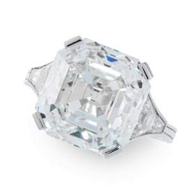 AN EXCEPTIONAL 11.37 CARAT SOLITAIRE DIAMOND RING in