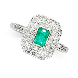 AN EMERALD AND DIAMOND RING in 18ct gold, set with an