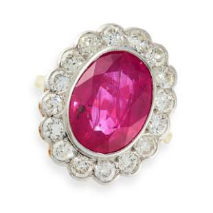 A RUBY AND DIAMOND RING in 18ct yellow gold, set with
