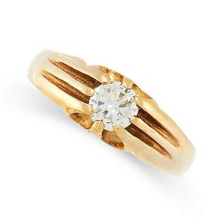 A SOLITAIRE DIAMOND RING in 18ct yellow gold, set with