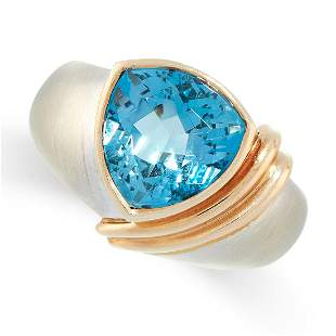 A BLUE TOPAZ RING in 14ct yellow gold and white gold,