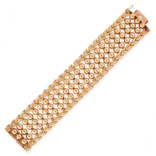 A VINTAGE GOLD BRACELET in 18ct yellow gold, the
