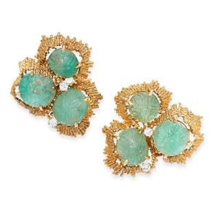 A PAIR OF VINTAGE EMERALD AND DIAMOND CLIP EARRINGS,