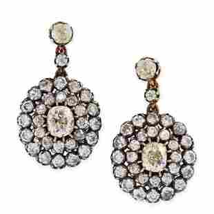 A PAIR OF DIAMOND CLUSTER DROP EARRINGS in yellow gold