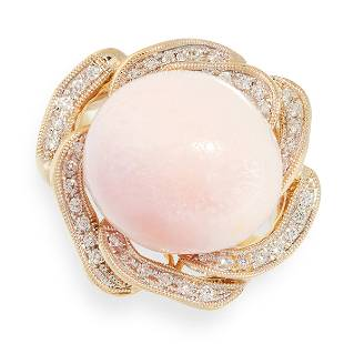 A CONCH PEARL AND DIAMOND RING in 18ct yellow gold, set