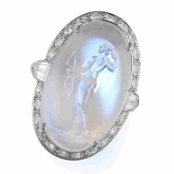 AN EXCEPTIONAL MOONSTONE INTAGLIO AND DIAMOND RING in