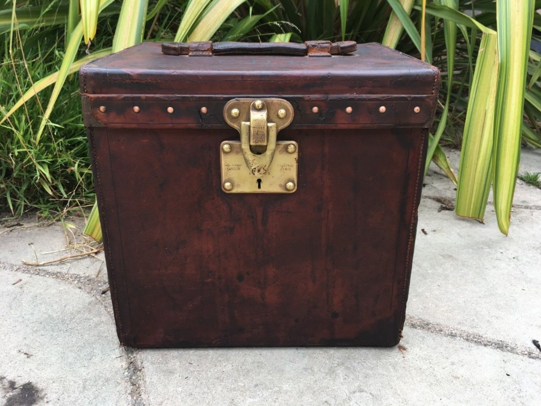 Antique Louis Vuitton Leather hat Steamer Trunk. - 2