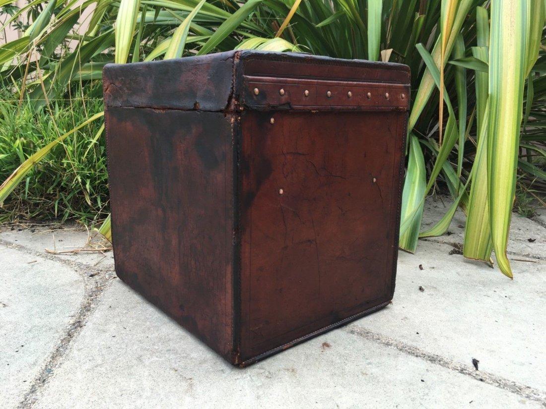 Antique Louis Vuitton Leather hat Steamer Trunk. - 7