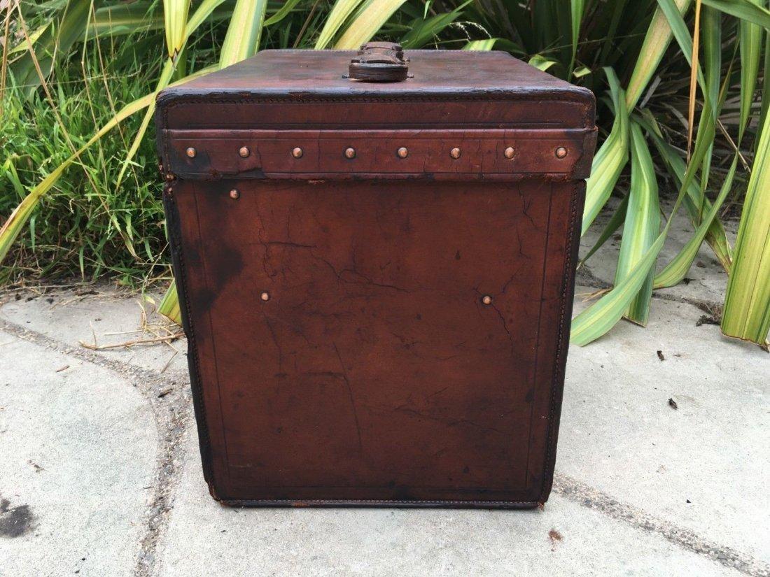 Antique Louis Vuitton Leather hat Steamer Trunk. - 8
