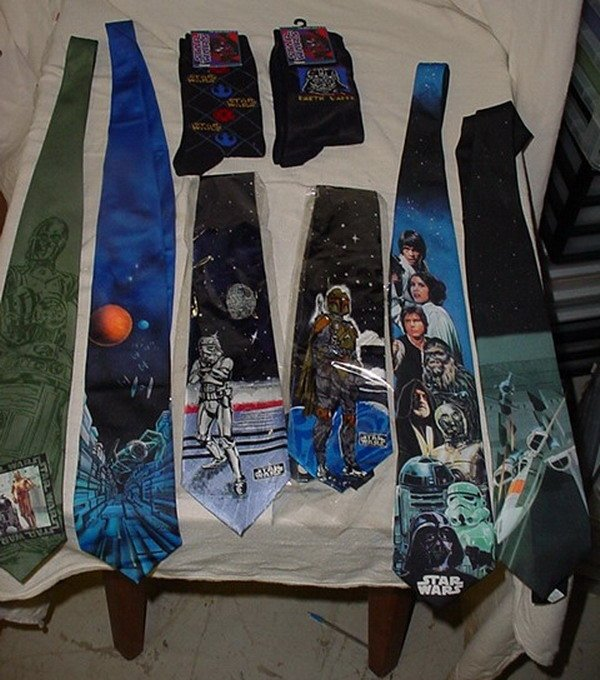 6: 6 STAR WAR TIES & 2 STAR WARS PAIR OF SOCKS