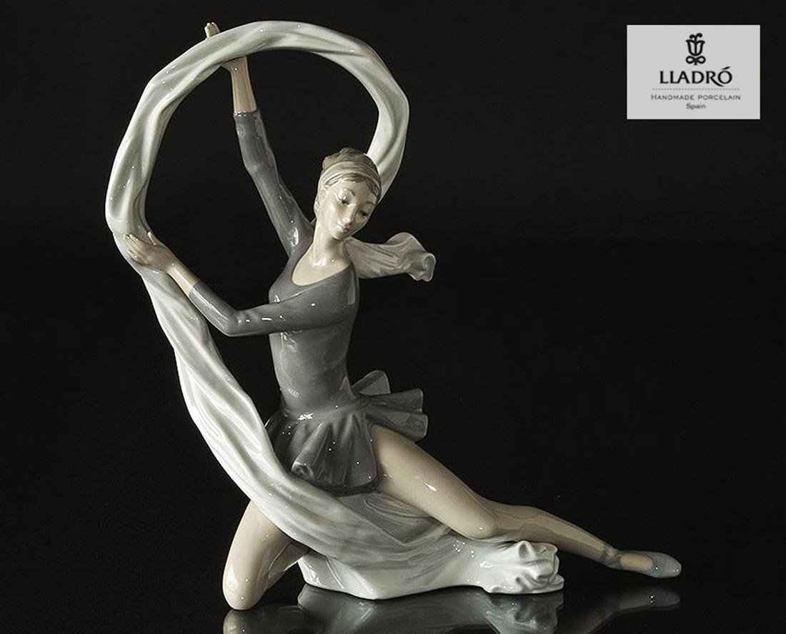 A Vintage NAO By LLADRO DAISA Ballerina Figurine - Feb 10