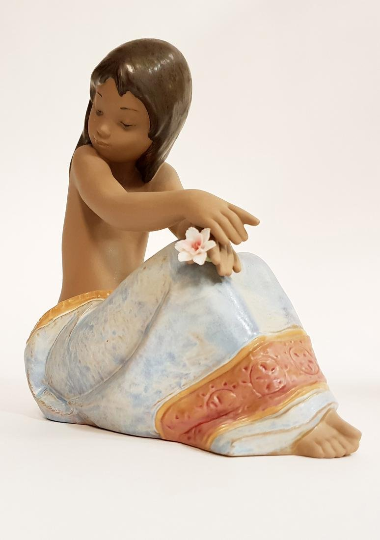 "LLADRO ""Island Beauty"" Porcelain Figurine, Original Box - 10"