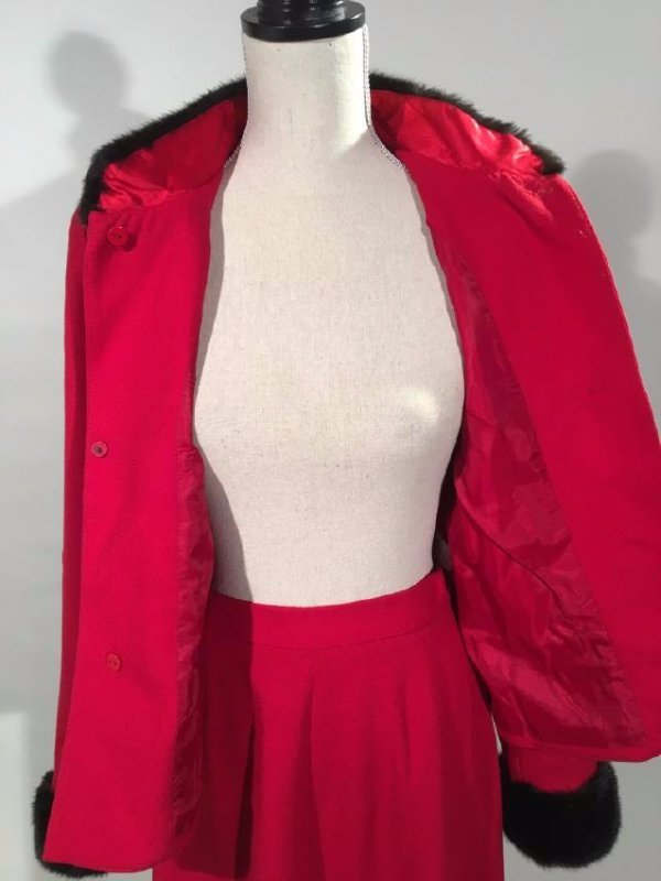 Red Dress Suit With Mink Trim - 8