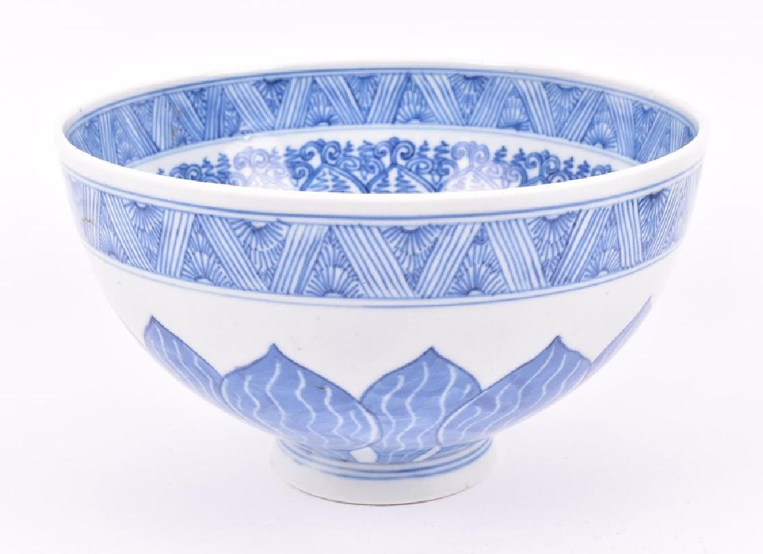 A Chinese blue and white porcelain lobbed bowl  the - 10