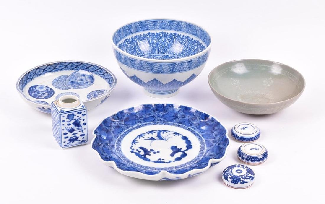 A Chinese blue and white porcelain lobbed bowl  the