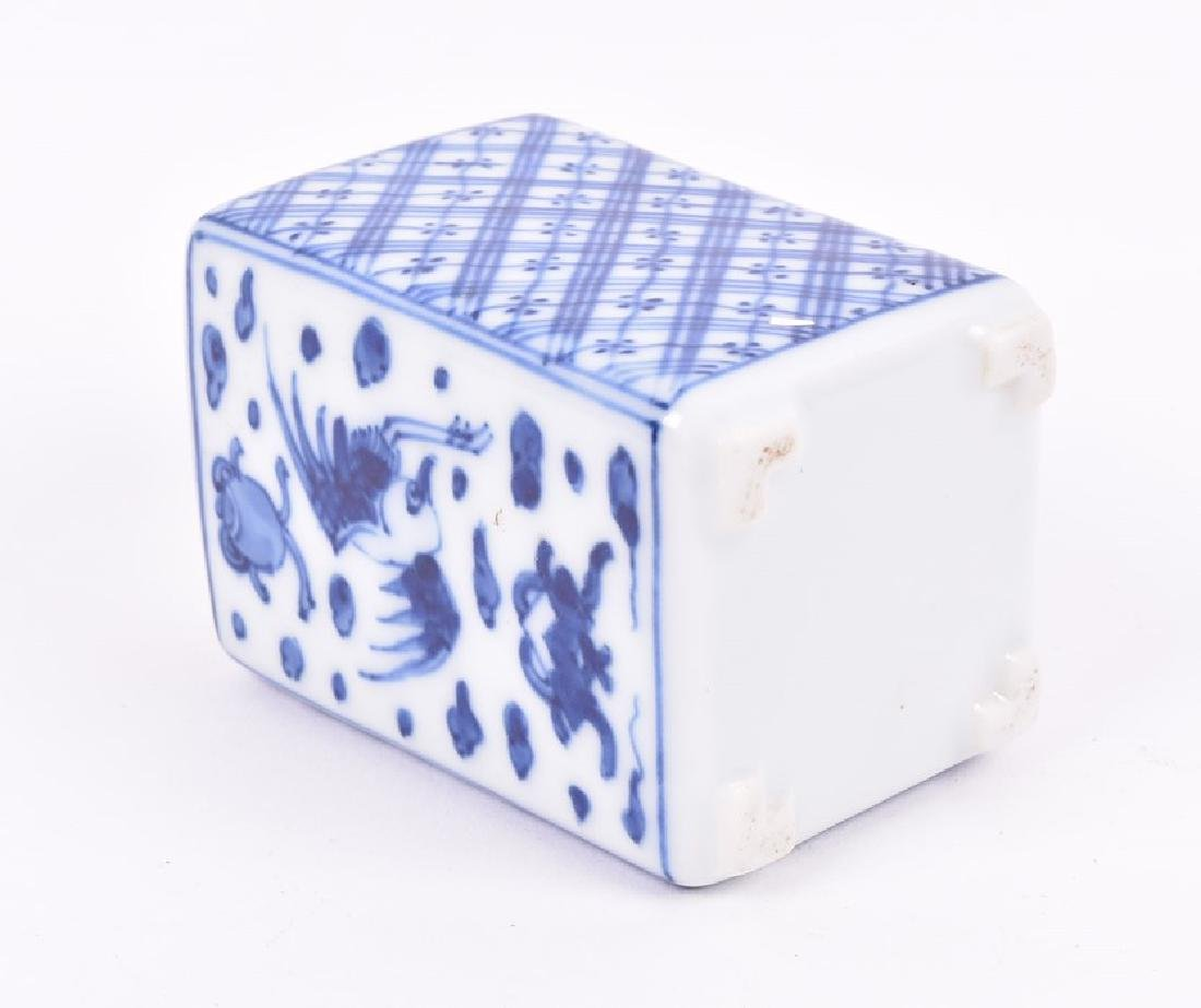 A Chinese blue and white porcelain lobbed bowl  the - 3