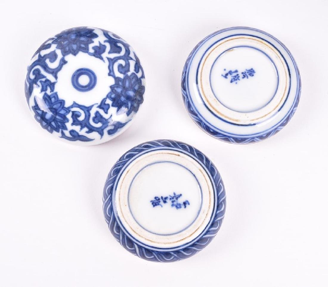 A Chinese blue and white porcelain lobbed bowl  the - 4
