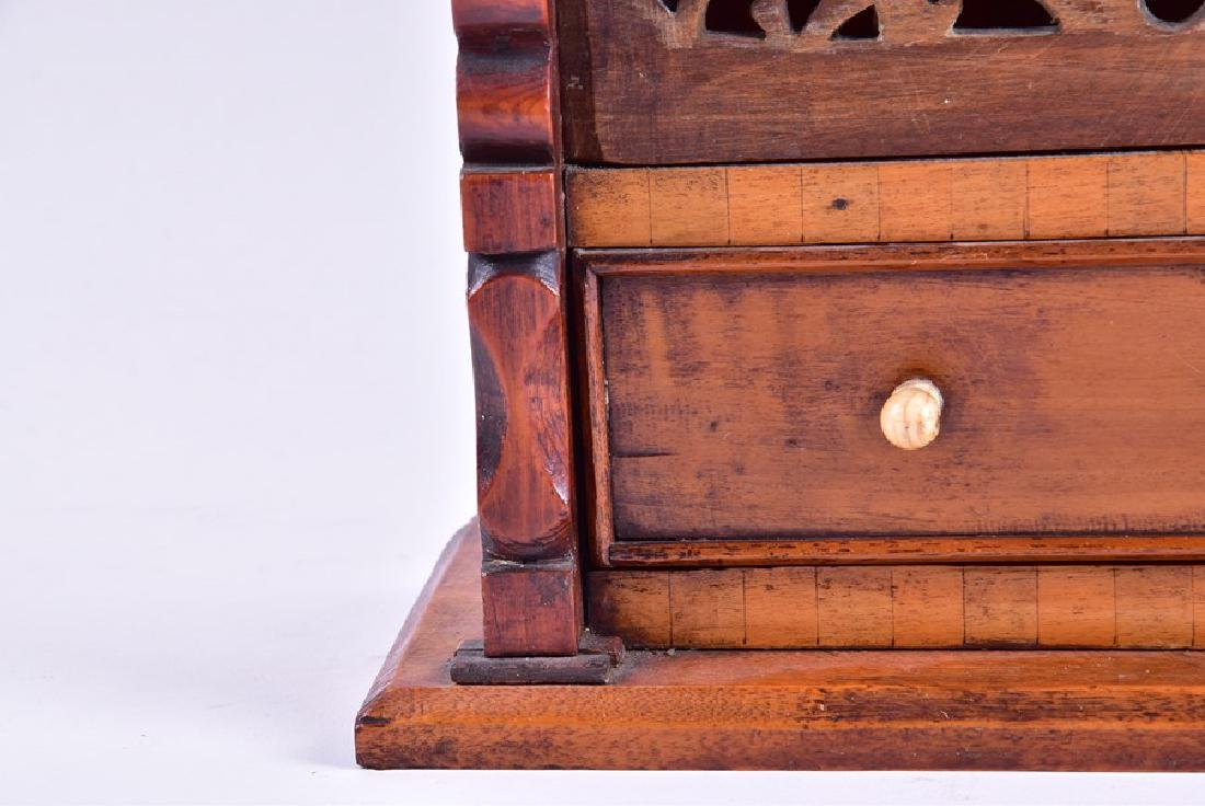 A early 19th century American spoon rack  with fretwork - 8