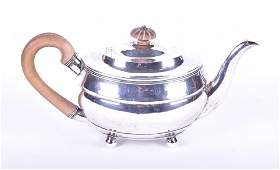 A George III silver teapot London 1816, by 'SH', 28 cm