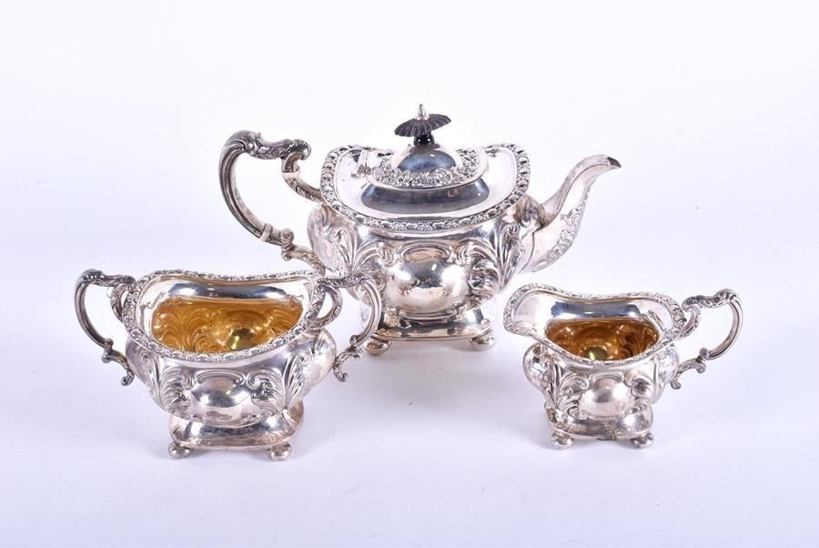 An Edwardian three-piece silver tea set  Sheffield