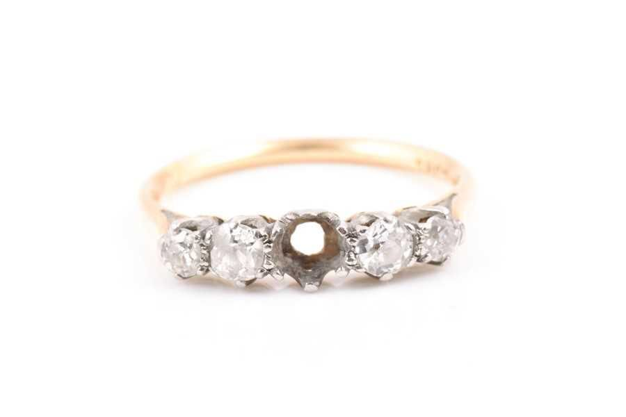 An 18ct yellow gold and diamond ring set with graduated