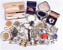 A group of various jewellery items including a David