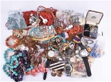 A group of various vintage and costume jewellery items