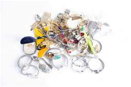 A group of various costume jewellery items to include