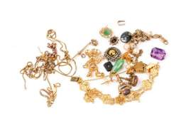 A group of various jewellery items to include a gilt