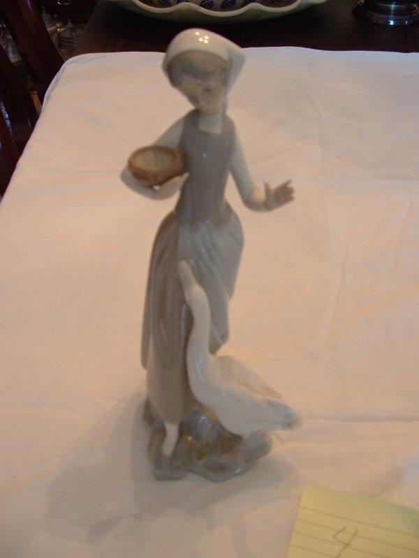1004: Llardo figurine (girl with goose)