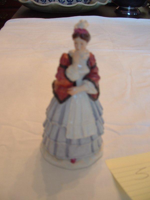 1005: Meissen figurine (Colonial lady)