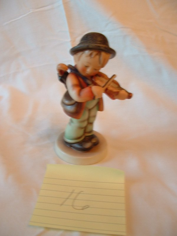 1016: Hummel Figurine (Boy with violin)