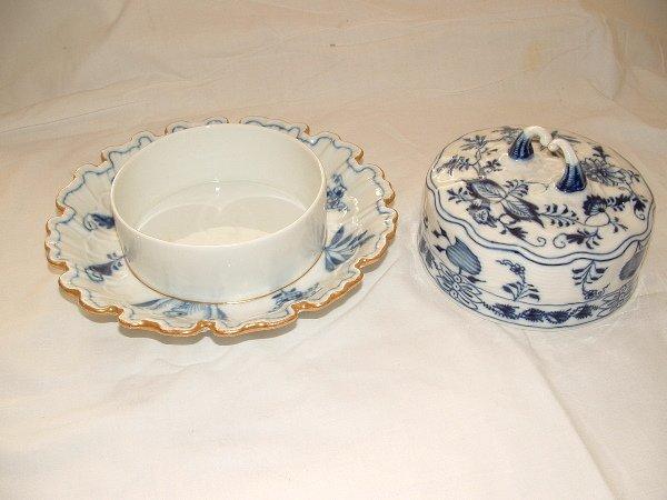 1142: Meissen blue onion butter dish
